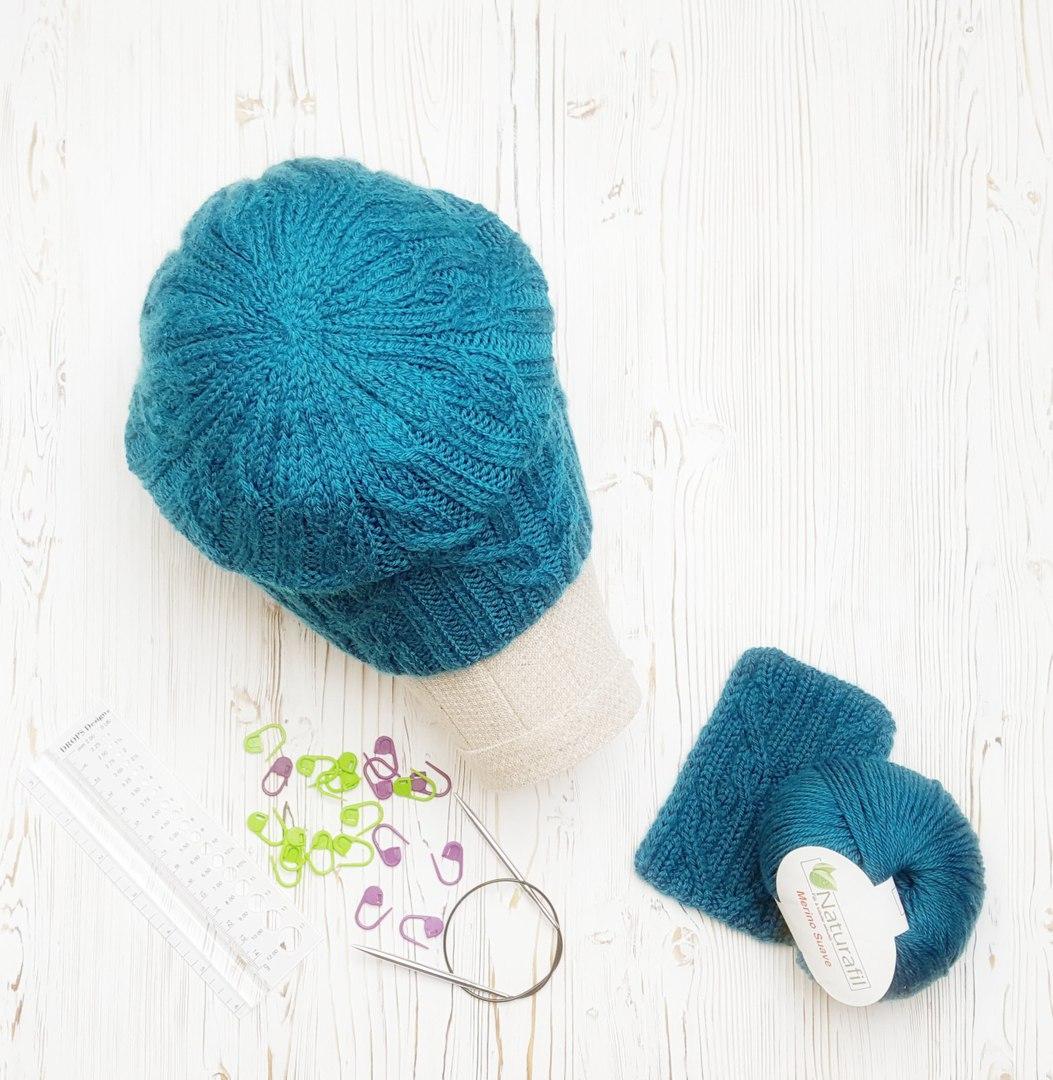 Бирюзовая шапка-бини фото